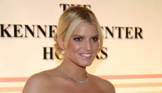 Jessica Simpson chokes up during awards performance
