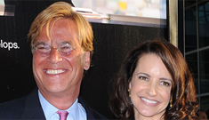Aaron Sorkin and Kristin Davis smooch on the red carpet: cute couple?