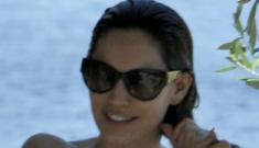 """Kelly Brook's amazing bikini body continues to enchant the world"" links"