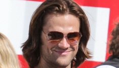 Jared Padalecki shows off arms, and his son Thomas in Vancouver: adorable?