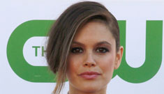 Rachel Bilson in a dippy sleeveless blouse with a bow: cute and quirky or fug?