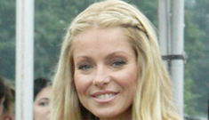 """Kelly Ripa admits botox use, receives injections """"as much as possible"""""""