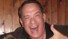 "Tom Hanks happily poses with a ""drunk"" fan: hilarious & adorable?"