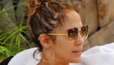 """Jennifer Lopez played in the pool with her kids, Emme, Max & Casper"" links"