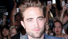 Is Robert Pattinson acting like a single guy, hitting up the ladies in LA & NY?