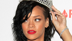 Rihanna sort of dresses up as a fairy queen for Halloween: lame costume?