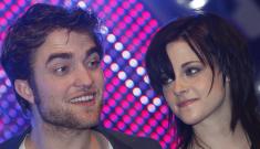 """Robert Pattinson & K-Stew celebrated Halloween by holding hands"" links"