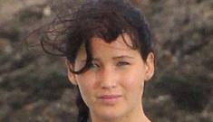 """Jennifer Lawrence's 'Catching Fire' costume isn't very flattering"" links"