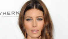 Jessica Biel in Versace at the 'Playing for Keeps' premiere: lovely or unflattering?