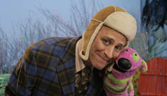 Jon Stewart and Steve from Blues Clues to guest on Noggin show