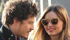 Miranda Kerr & Orlando Bloom chastely kiss for the paparazzi: awkward or cute?