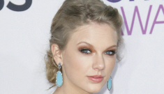 Taylor Swift in Ralph Lauren at the People's Choice Awards: corpse bride or cute?
