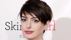 Anne Hathaway in Oscar de la Renta at the Critics' Choice:   hot or hot mess?