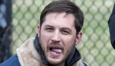 Tom Hardy, Noomi Rapace & the pit bull puppy are still hanging out: awesome?