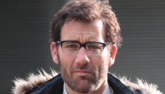 Clive Owen in Vancouver with glasses & some scruff: would you (nostalgically) hit it?