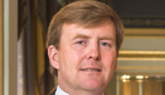 Queen Beatrix of the Netherlands abdicates, Willem-Alexander is King