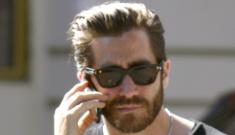 Jake Gyllenhaal & Alyssa Miller are cuddlefesting in Martha's Vineyard