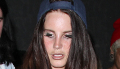 """Lana del Rey's outfit is a whirlwind of nonsensical fuggery"" links"