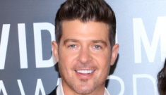 Robin Thicke groped a blonde & somebody tweeted the photo to Paula Patton