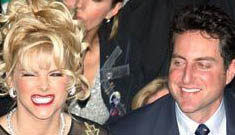 Howard K Stern tried to sell Anna Nicole's stuff on eBay before she was even buried