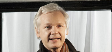 Julian Assange really doesn't want Benedict Cumberbatch to get a Globe nomination
