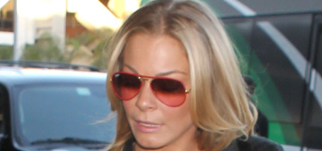 LeAnn Rimes tweets photo of her sweaty abs before flying out of LA with 'her boys'