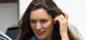 Kelly Brook is flashing an 'engagement ring' she probably bought herself