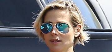 Elsa Pataky waiting 2 months after giving birth to do abdomen exercises