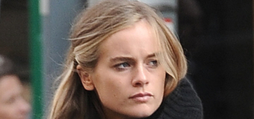 Cressida Bonas 'had to sacrifice a lot to be with Harry,' he's been texting her?