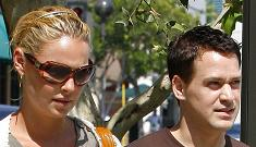 T.R. Knight and Katherine Heigl are not leaving Grey's
