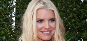 L&S: Jessica Simpson has gotten down to 110 lbs by walking 6 miles a day