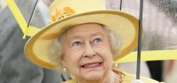 Queen Elizabeth & Prince Charles carried their own royal umbrellas, shock