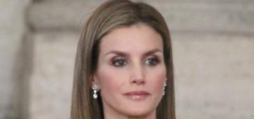 King Juan Carlos formally abdicates, Queen Letizia & her daughters look fabulous