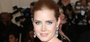 Amy Adams quietly gave her first-class seat to a soldier on a flight to LAX