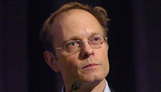 David Hyde Pierce comes out of the closet