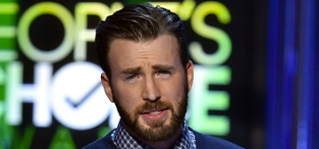 Chris Evans offered his huge arm to Betty White at the PCAs: adorable?