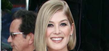 Rosamund Pike in Vera Wang at the Globes: uncomfortable or pretty?