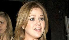 Kelly Clarkson tells Blender magazine she pees in the shower