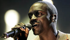 Cops want to talk to the guy Akon tossed into the crowd at concert