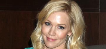 Jennie Garth got engaged to her boyfriend of four months, Dave Abrams