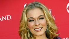 Video of LeAnn Rimes making out on a date with also married co-star