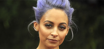 Nicole Richie's not wearing her wedding ring & moving trucks visit her home