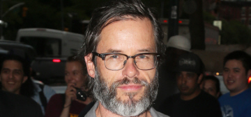 """Guy Pearce shows off his new salt & pepper beard: yay or nay?"" links"