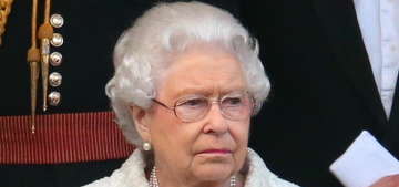 Queen Elizabeth in white Angela Kelly with lots of pearls: fabulous?