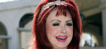 Naomi Judd brought all of the fillers & feathers to Las Vegas: glamorous?