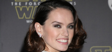 Daisy Ridley in frothy Chloe at the 'Star Wars' world premiere: lovely & 'regal'?