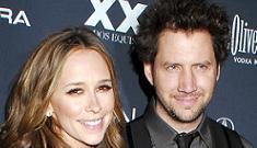 """Jennifer Love Hewitt & Jamie Kennedy get love bracelets"" morning links"