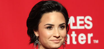 Demi Lovato gets a ring from Wilmer Valderrama: right ring, wrong finger?