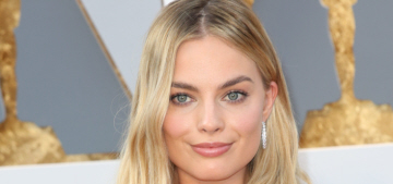 Margot Robbie in gold Tom Ford: one of the best gowns of the Oscars?