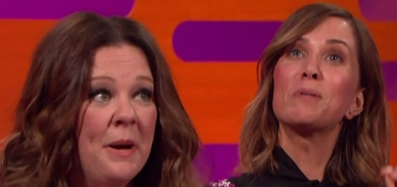 Melissa McCarthy & Kristen Wiig do 'folk version' of the Ghostbuster's theme